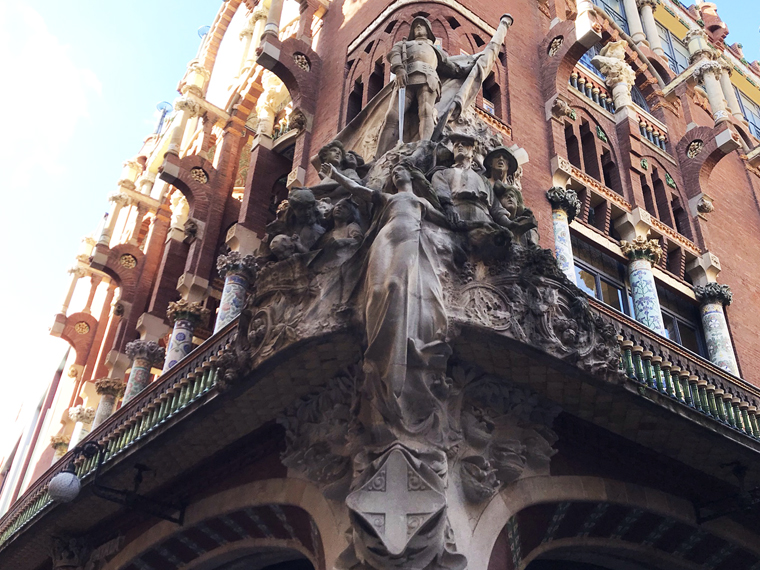 The sculpture of Catalan popular music as a figurehead on the prow of a ship