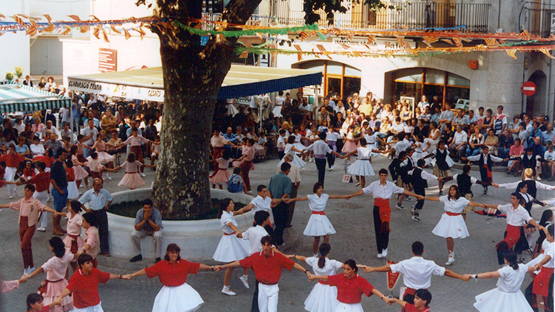 The beautiful sardana dance in Catalonia